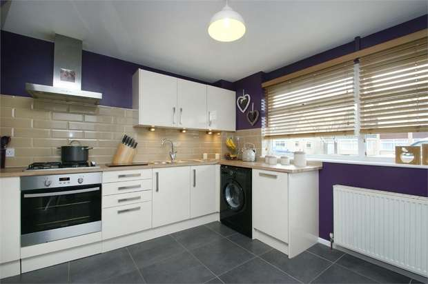 3 Bedrooms Semi Detached House for sale in Bramble Dene