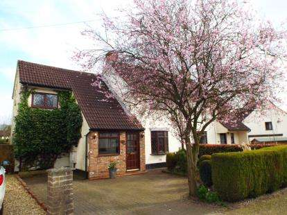 3 Bedrooms Semi Detached House for sale in Woodlands Crescent, High Legh, Knutsford, Cheshire