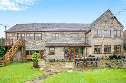 5 Bedrooms Detached House for sale in Hargate Hill, Charlesworth, Glossop, Derbyshire