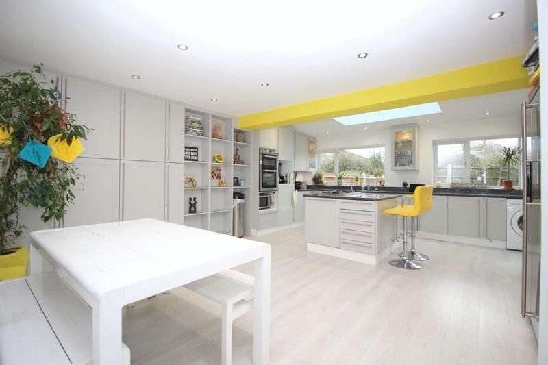 5 Bedrooms Semi Detached House for sale in Dudsbury Road, Sidcup