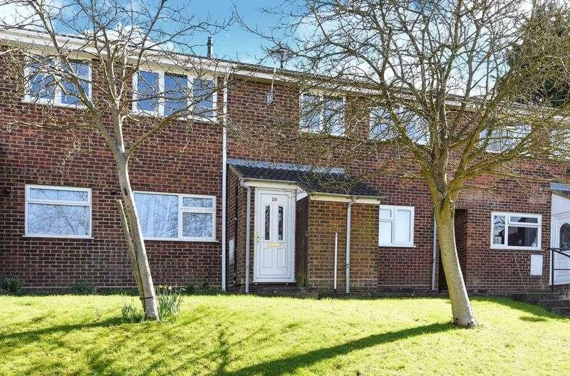 2 Bedrooms Maisonette Flat for sale in Meadow Gardens, Buckingham