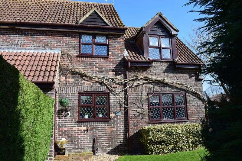 2 Bedrooms Semi Detached House for sale in Foxhayes Lane, Southampton