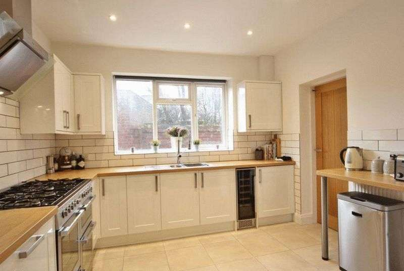 4 Bedrooms Terraced House for sale in Glyn Road, Hackney, E5