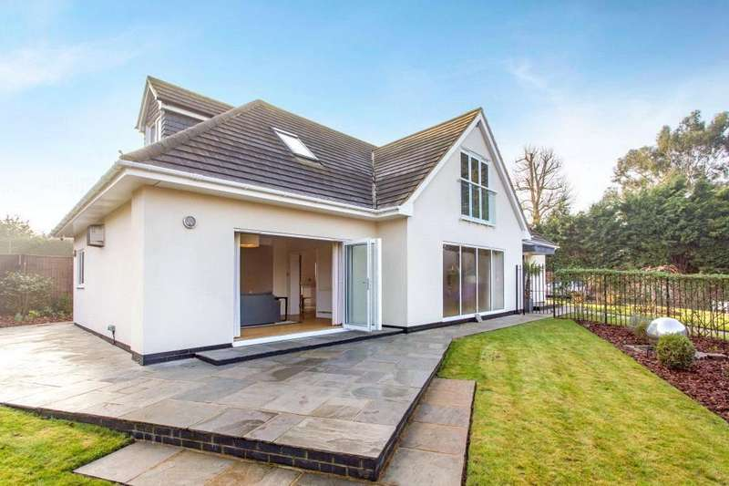 5 Bedrooms Detached House for sale in Longfield, Loughton, Essex, IG10