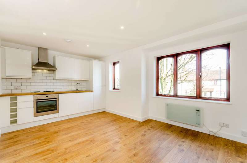 1 Bedroom Flat for sale in Birchanger Road, South Norwood, SE25