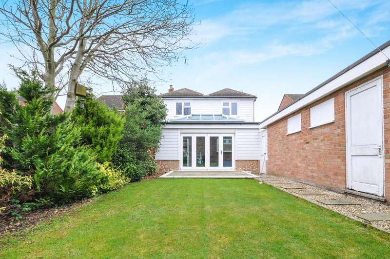 3 Bedrooms Semi Detached House for sale in Alan Way, Prettygate, West Colchester