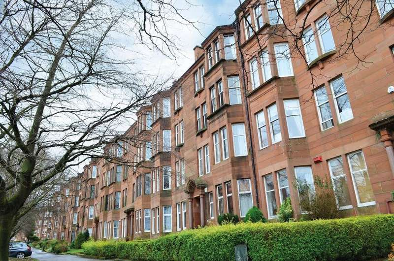 2 Bedrooms Flat for sale in Woodcroft Avenue, Flat 2/2, Broomhill, Glasgow, G11 7HX