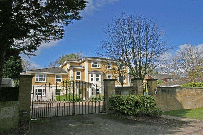 3 Bedrooms Apartment Flat for sale in Sovereign Beeches, Green Lane, Farnham Common, Buckinghamshire SL2