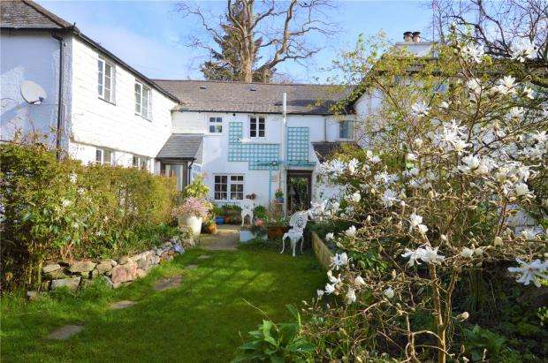 3 Bedrooms End Of Terrace House for sale in Silver Street, Buckfastleigh, Devon