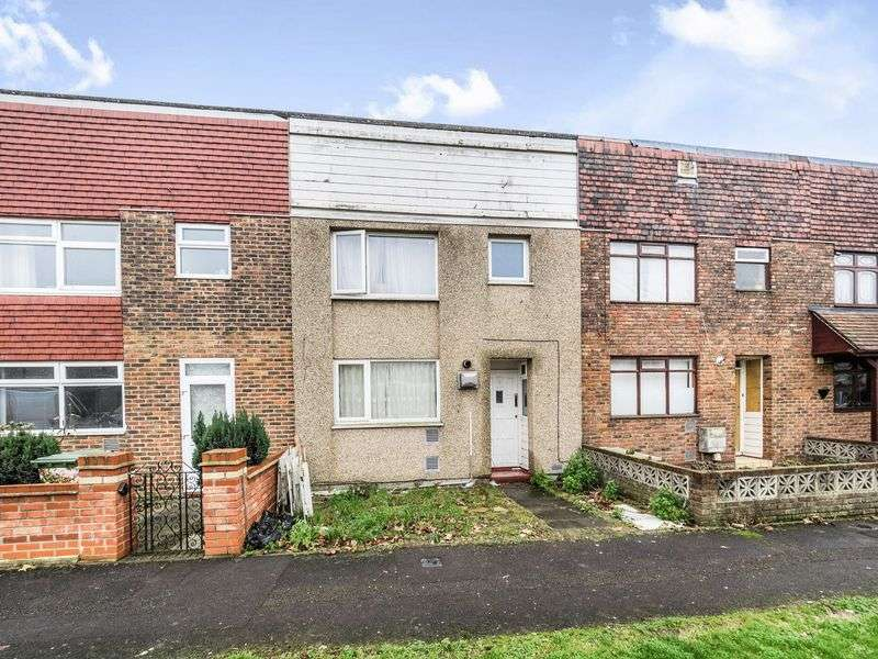 3 Bedrooms Terraced House for sale in Harebell Way, Romford RM3