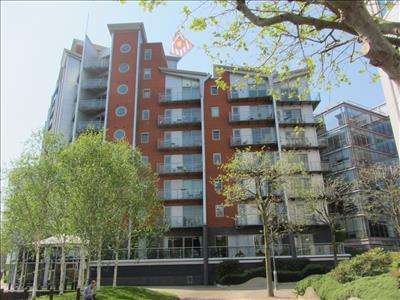 2 Bedrooms Apartment Flat for sale in Whitehall Quay, Whitehall Road, LEEDS, LS1 4BW