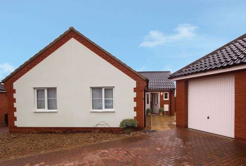 3 Bedrooms Detached Bungalow for sale in Glebe Drive, Diss