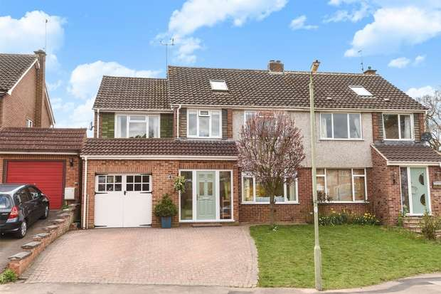 5 Bedrooms Semi Detached House for sale in Pensford Close, CROWTHORNE, Berkshire