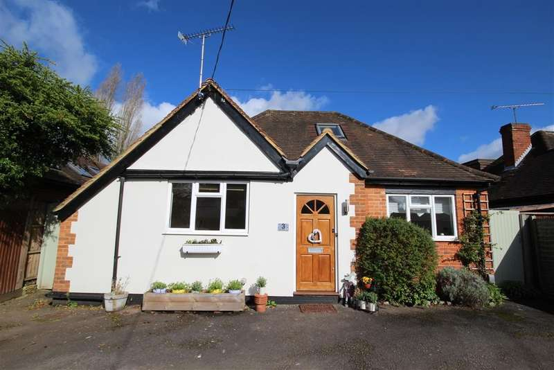4 Bedrooms Detached Bungalow for sale in Charvil House Road, Charvil, RG10
