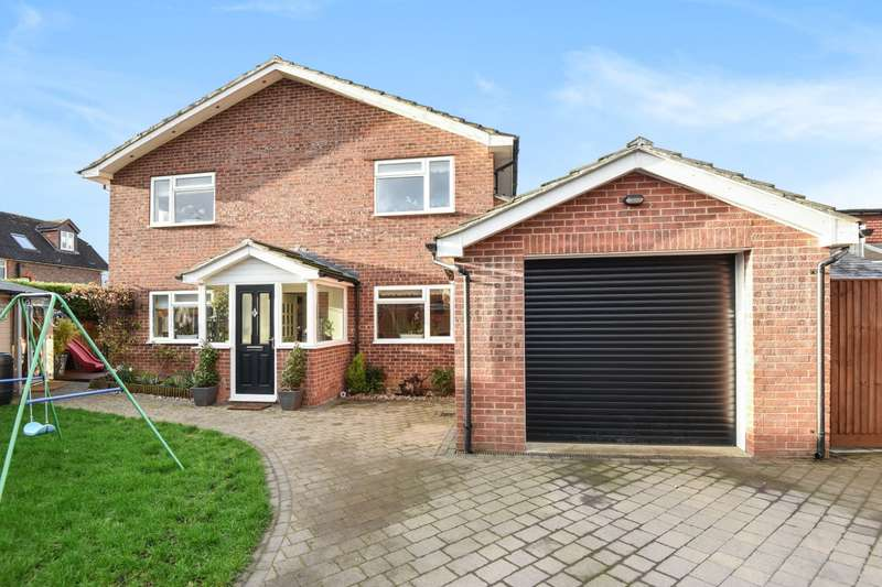 3 Bedrooms Detached House for sale in Dauxwood Close, Billingshurst, RH14
