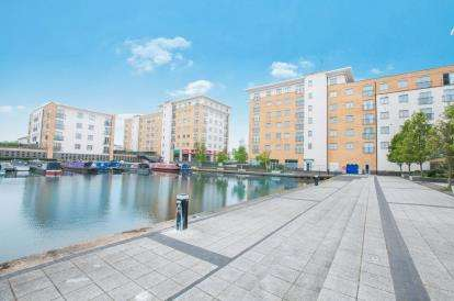 2 Bedrooms Flat for sale in Saltley House, Taywood Road, Northolt