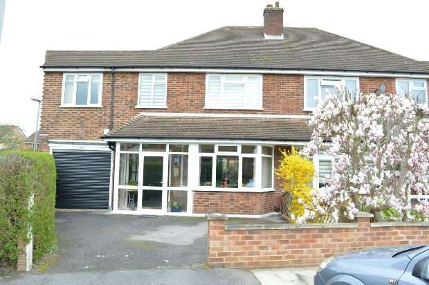4 Bedrooms Semi Detached House for sale in Cumberland Drive, Chessington