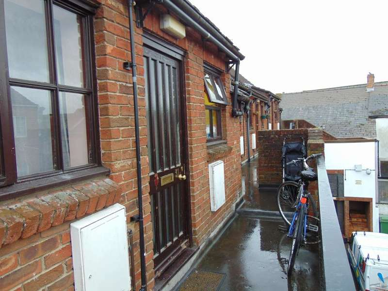 1 Bedroom Flat for sale in Church Mews, Wisbech, Wisbech, Cambridgeshire, PE13 1HL