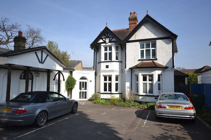 3 Bedrooms Flat for sale in Walton on Thames