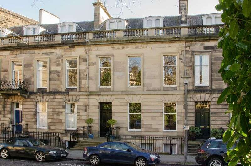 3 Bedrooms Flat for sale in 3/3 Lansdowne Crescent, West End, Edinburgh, EH12 5EQ