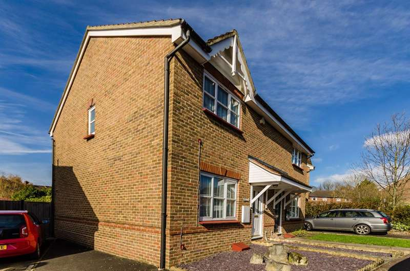 3 Bedrooms House for sale in School House Gardens, Loughton, IG10
