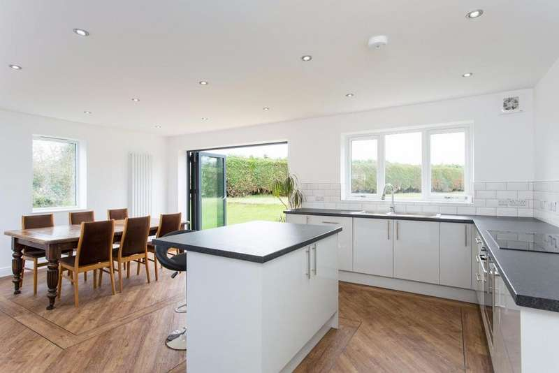 4 Bedrooms Semi Detached House for sale in Fordlands Crescent, Fulford, York