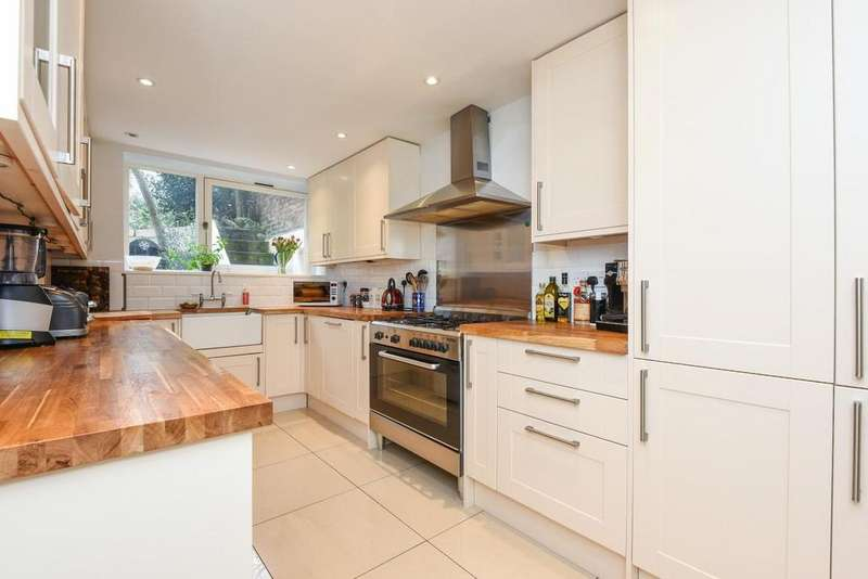 2 Bedrooms Flat for sale in Lewisham Way, Lewisham, SE4