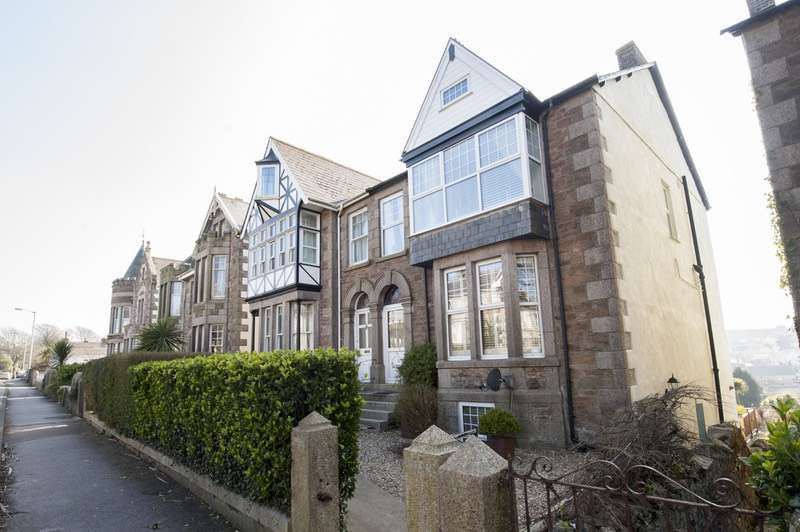 3 Bedrooms Semi Detached House for sale in Clinton Road, Redruth, Cornwall, TR15