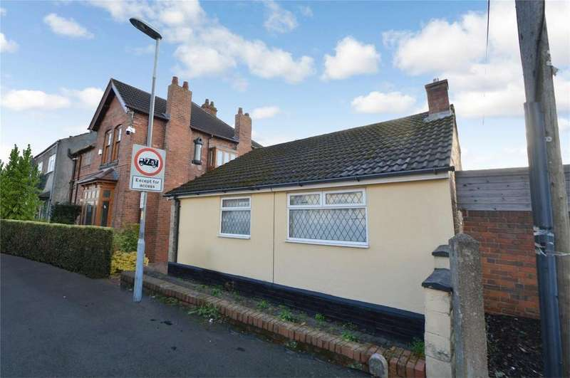 2 Bedrooms Detached Bungalow for sale in Platts Crescent, Amblecote, Stourbridge, West Midlands