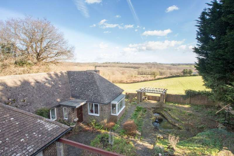 4 Bedrooms Bungalow for sale in Cowbeech Road, Rushlake Green, East Sussex, TN21 9QA