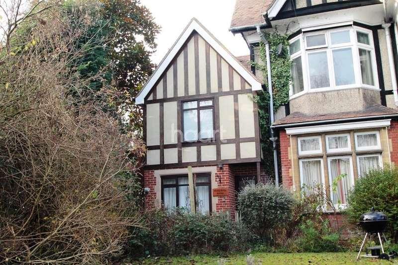2 Bedrooms Semi Detached House for sale in Cranley Road, Guildford, Surrey