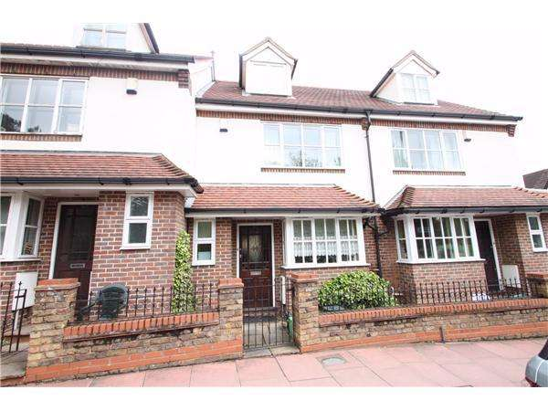 3 Bedrooms Terraced House for sale in Elmers End Road, Beckenham