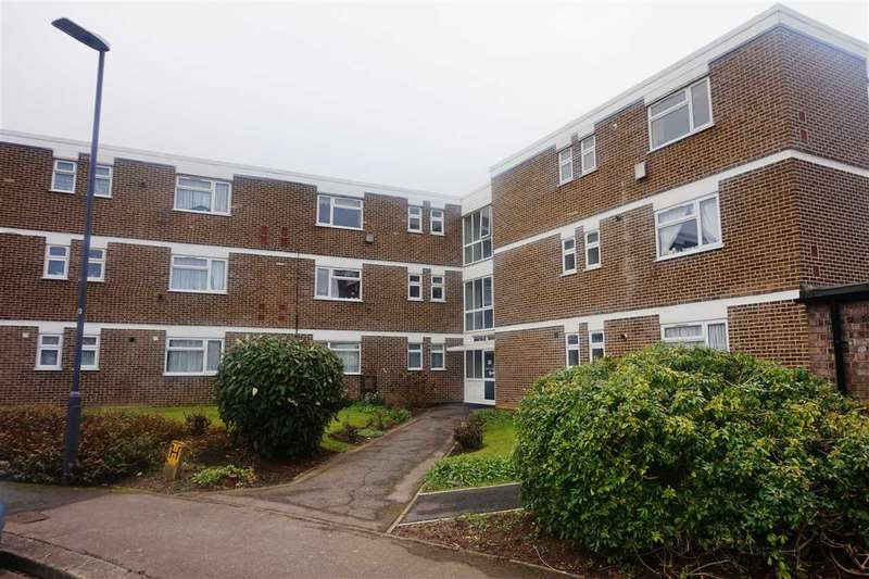 3 Bedrooms Flat for sale in Norfolk House, Stratton Close, Canons Park