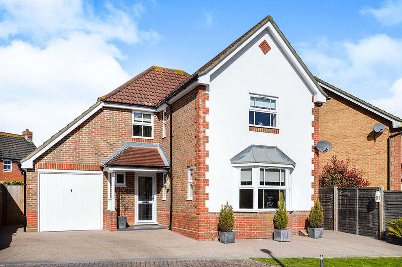 4 Bedrooms Detached House for sale in Hillier Place, Chessington, KT9