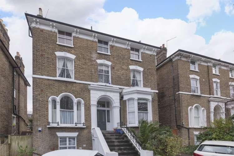 2 Bedrooms Flat for sale in Manor Park Hither Green, SE13