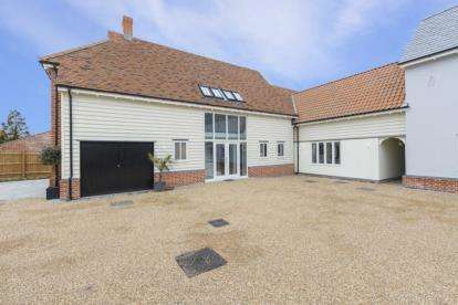 5 Bedrooms House for sale in Old Lodge Court, White Hart Lane, Chelmsford, Essex