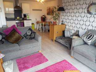 2 Bedrooms Flat for sale in Birchwood House, 13 Defiant Close, Folkestone, Kent