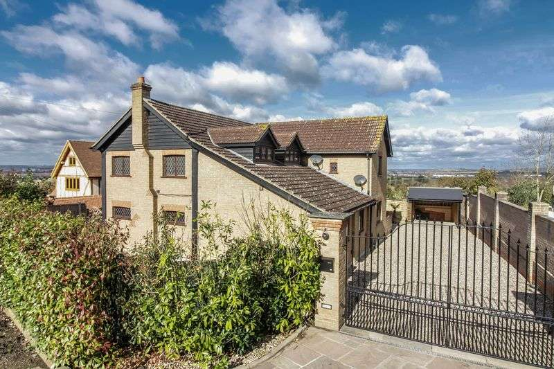 4 Bedrooms Detached House for sale in Mott Street, Loughton