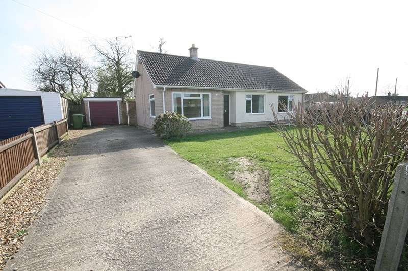 3 Bedrooms Semi Detached Bungalow for sale in Greenacre Road, Hingham, Norwich