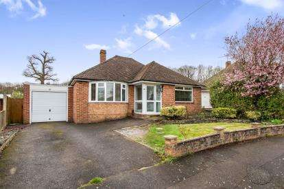 3 Bedrooms Bungalow for sale in Havant, Hampshire