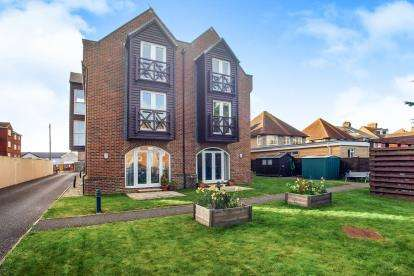2 Bedrooms Flat for sale in 23 Stavordale Road, Weymouth, Dorset