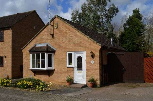 2 Bedrooms Detached Bungalow for sale in Osmund Drive, Goldings, Northampton NN3 8XB