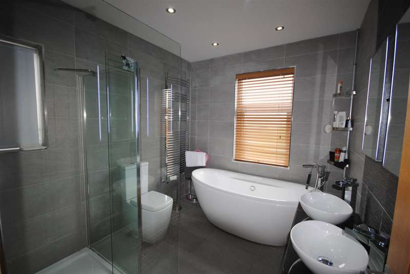 3 Bedrooms Property for sale in Avondale Road, Wigan