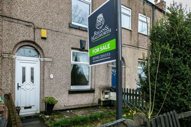 2 Bedrooms Terraced House for sale in Bolton House Road, Bickershaw, WN2 4AB