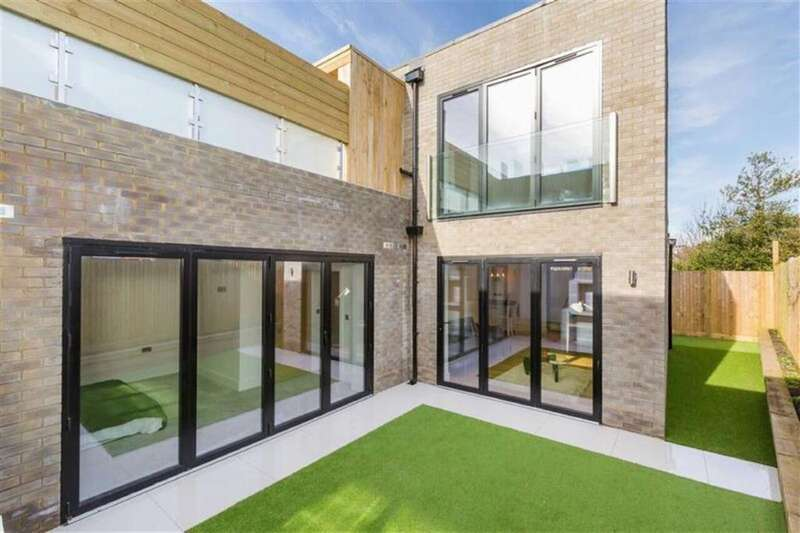 3 Bedrooms Detached House for sale in Nevill Road, Hove, East Sussex