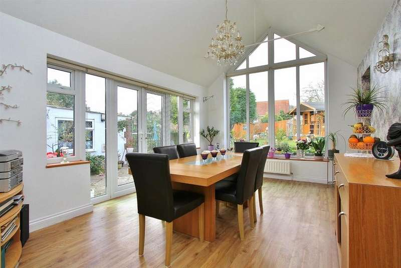 3 Bedrooms Detached Bungalow for sale in Balsdean Road, Woodingdean