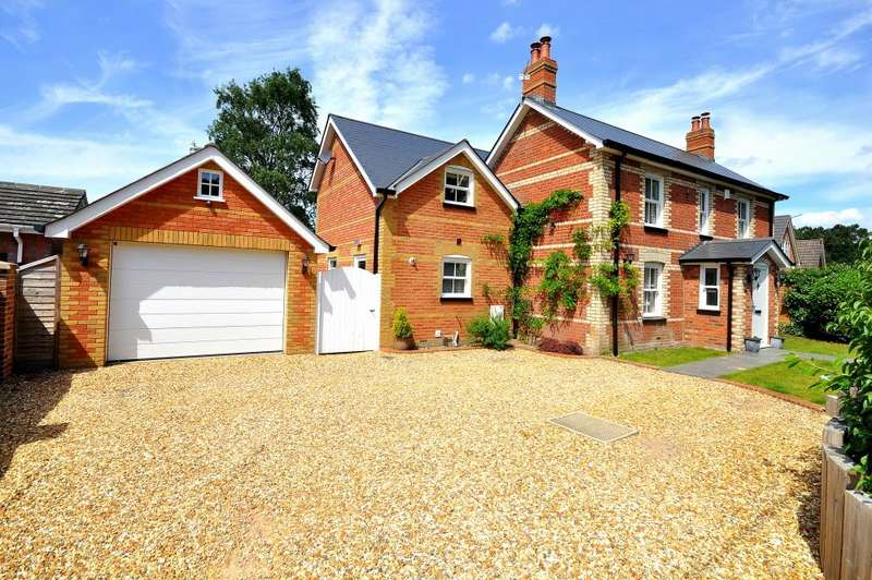 4 Bedrooms Detached House for sale in Sandy Lane, St Ives, Ringwood, BH24 2LE