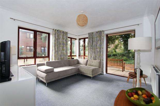 3 Bedrooms Apartment Flat for sale in Chesterford House, Southacre Drive, Cambridge