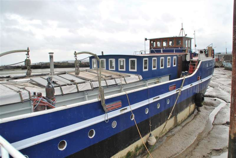 4 Bedrooms House Boat Character Property for sale in 'Anita C' STARGATE MARINE, VICARAGE LANE, HOO ST. WERBURGH