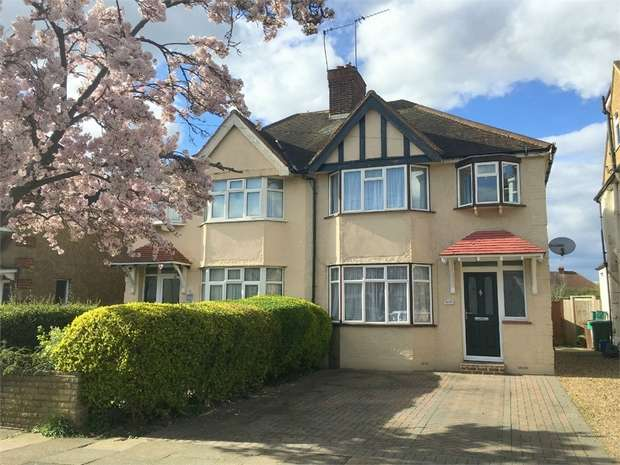 3 Bedrooms Semi Detached House for sale in River Way, Ewell Court